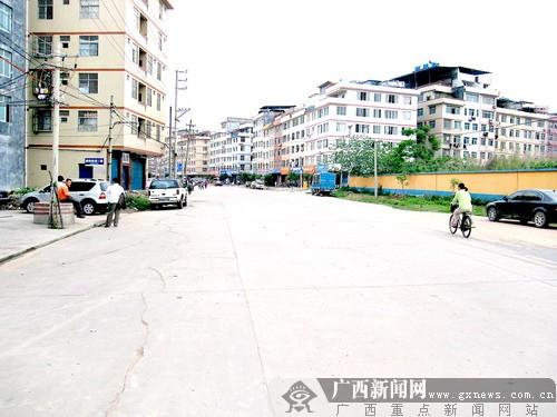 改造前的五象大道北片区-南宁最大一次 整容 良庆区投亿元美化258条图片