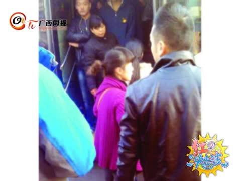 红豆冲击波第53期-女子未挤上公交喊丈夫开车堵路 要求全车乘客道歉