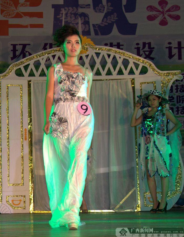 小学生环保时装秀的衣服怎么制作最简单,又漂亮答:环保时装秀,最好