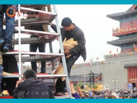 山东沂蒙山近万斤供品煎饼被游客抢光