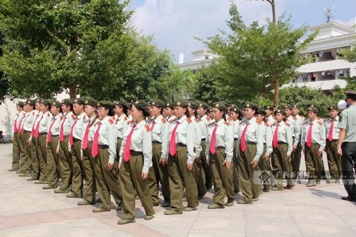 高清:广西外国语学院举行2014年新生军训开训典礼