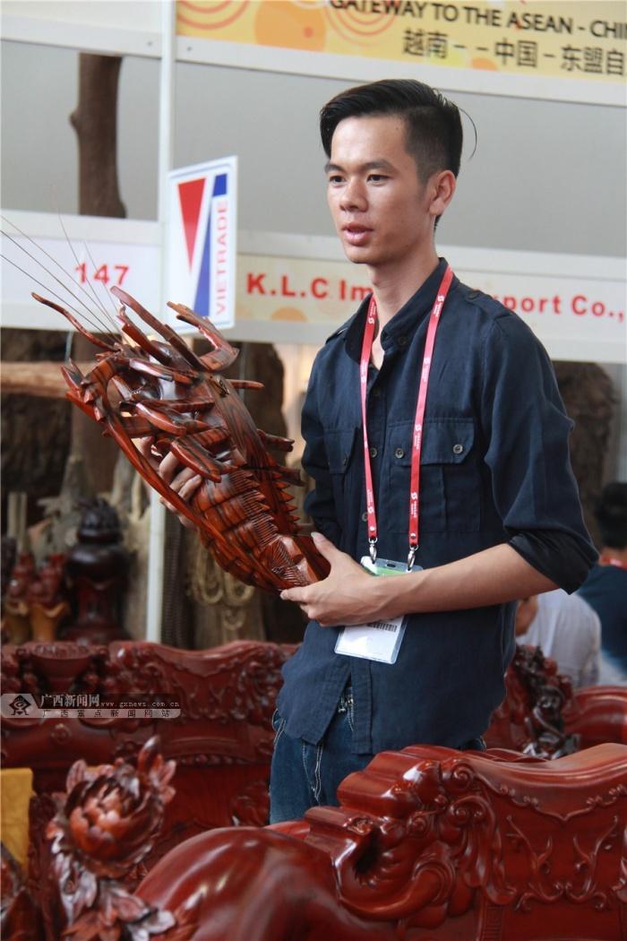 高清:越南展馆咖啡飘香 根雕艺术赏心悦目_广西新闻网