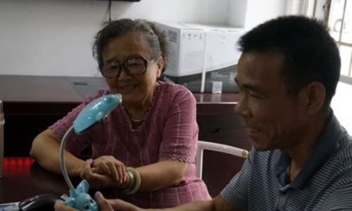 [志愿服务]陈秀凤:雷锋超市志愿者把我当亲人照顾
