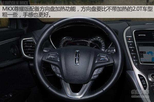 方向盘左侧设有大灯开关,仪表盘亮度调节,电动尾门开关等按键.2.