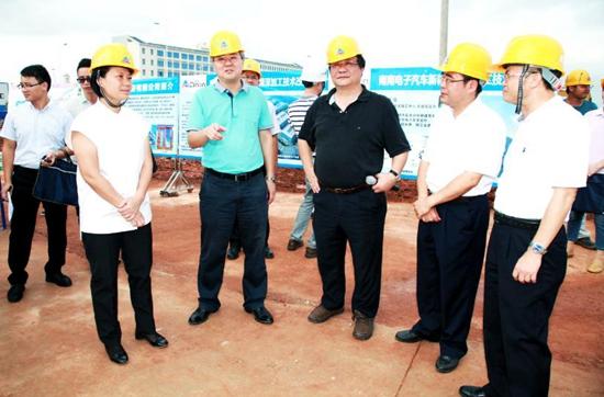 市长周红波到邕宁区调研工业园区建设时指出