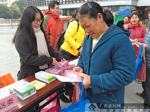 柳南区举行法制宣传活动 巾帼力量弘扬法治精神