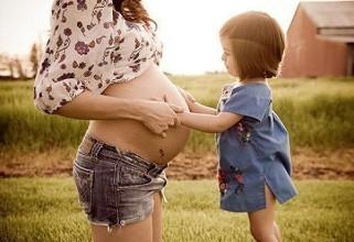 """二宝谁照看? 上海人代会聚焦两孩妈妈的""""难"""""""
