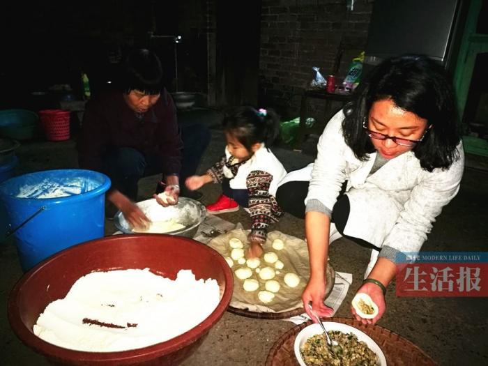 记者探访神秘美食:武鸣壮族人过年爱吃稻草馍(图)