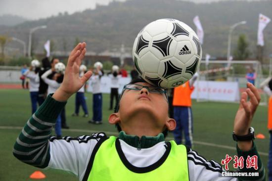 教育部:到2025年校园足球特色学校将达5万所