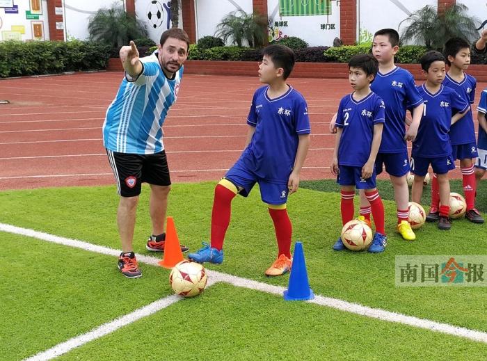 教育部向广西直派三名足球外教 他们全都来了柳州
