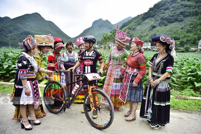 百色:隆林蛇场乡举行全民健身山地自行车竞赛(图)