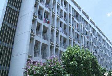 南宁某高校统一安装空调 租赁价因年级而异