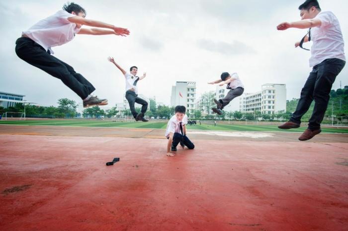 美哭了!广西民族师范学院创意毕业照向青春致敬