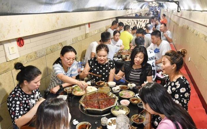 重庆:防空洞内觅清凉