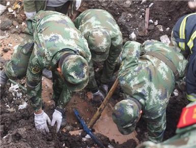 青海玛沁县山体滑坡致9人被埋