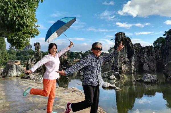 柳州男子带88岁母亲自驾走遍半个中国