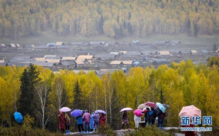 新疆禾木:雨中仙境