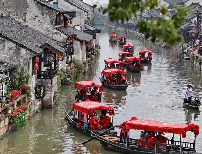 上海枫泾水乡婚典举行