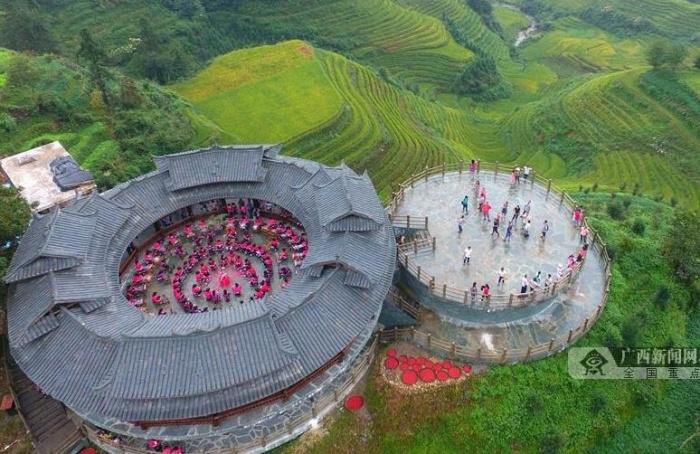 龙胜红瑶同胞欢度龙脊金秋旅游文化节