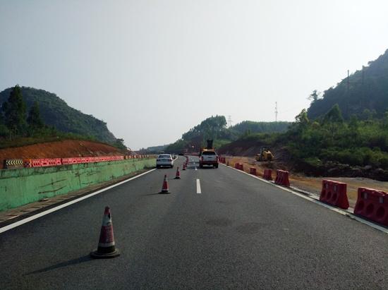 泉南高速桂柳段恢复施工 驾驶员需谨慎驾车(图)