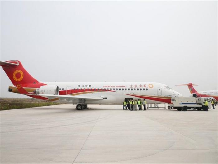 首架ARJ21飞机交付