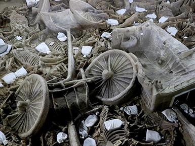 河南出土2400年前豪华马车