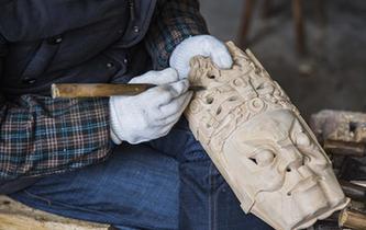 贵州:精雕细琢的地戏面具