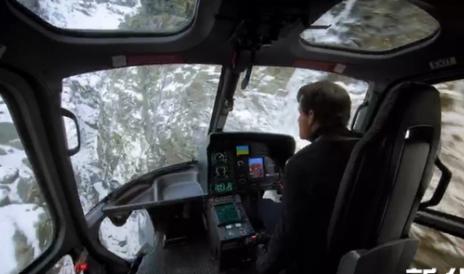《碟中谍6》阿汤哥驾直升机360度俯冲