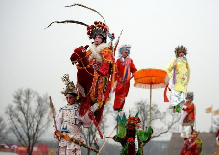西安:芯子社火闹新春