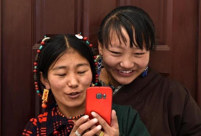 """西藏""""乞丐村""""的小康之路"""