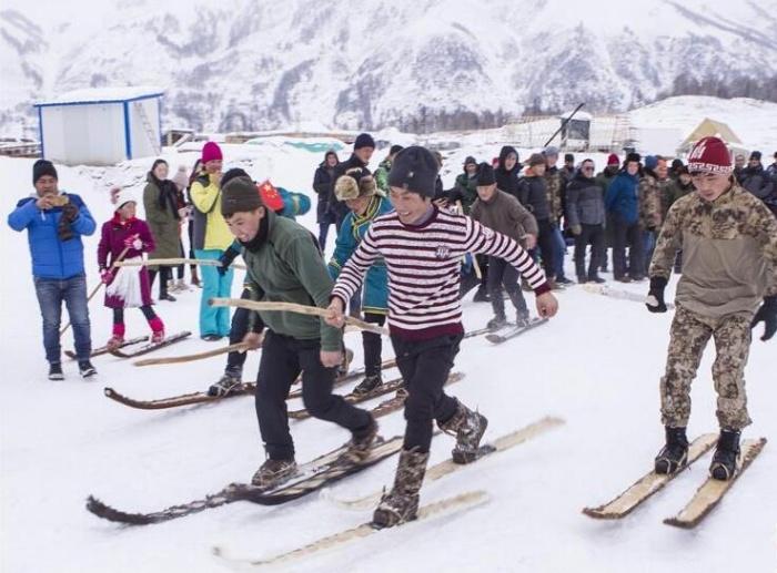 """新疆:图瓦人的新年""""运动会"""""""