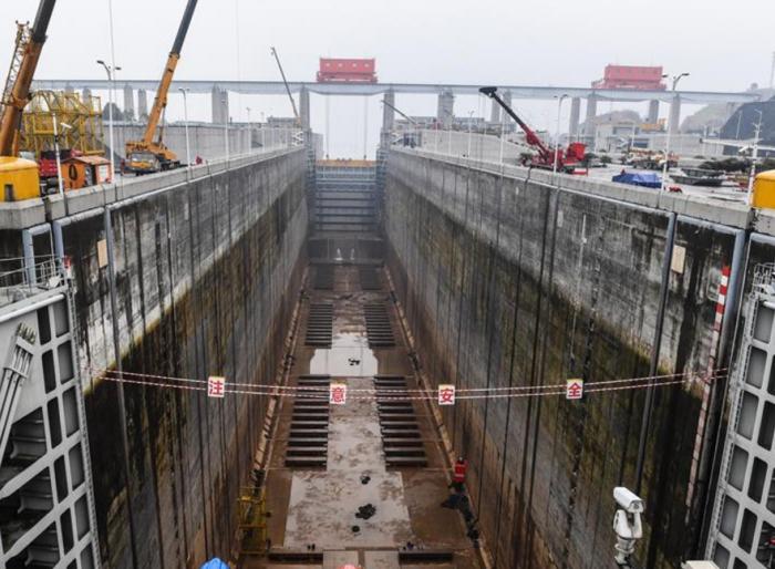 长江三峡工程南线船闸检修