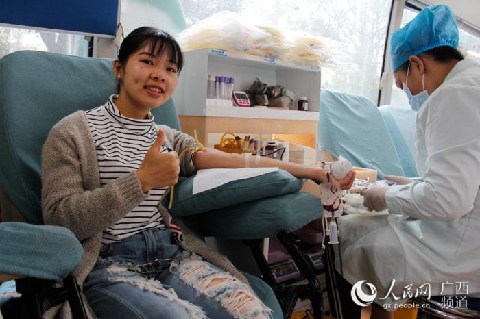 """广西:大学生踊跃加入""""三捐""""志愿者队伍"""