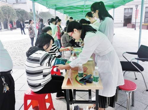 南宁高新区为创新企业员工提供义诊服务