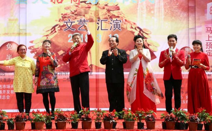 唐佩珠贾双飞等为南宁安置小区市民放歌送祝福