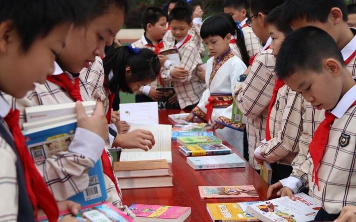 南宁市滨湖路小学山语校区举行读书日主题活动