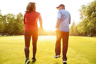 老年人倒走锻炼有风险 运动不当或会增加心脏负担