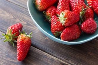 """草莓最""""脏""""?流眼泪能排出毒素?这些谣言你中招了吗"""