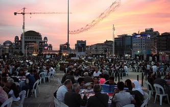 土耳其:斋月首日的晚餐