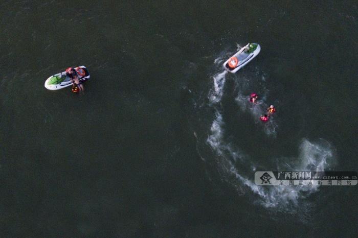 北海:水上救援队苦练真本领 为生命护航(组图)