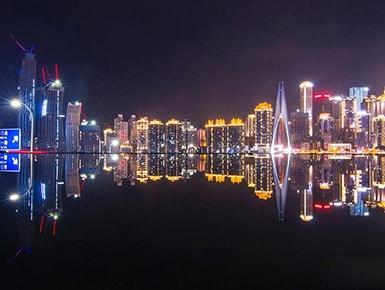 重庆时晴时雨上演绝美夜色