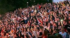 俄罗斯远东城市举行青年节盛大演出