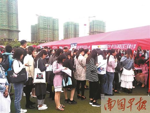 广西举行助学贷款毕业生双选会 助贷款毕业生就业