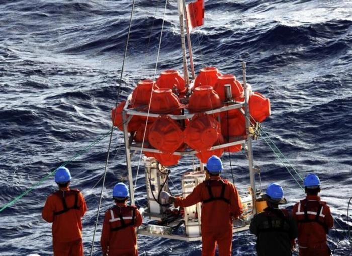 """""""彩虹鱼""""水下定位系统首次测出万米深海底坐标"""