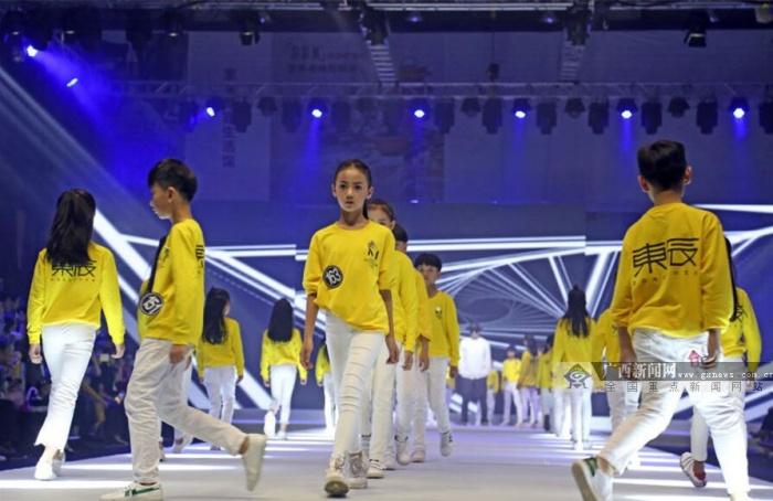中国童模之星年度总决赛在邕落幕 时尚少儿展风采