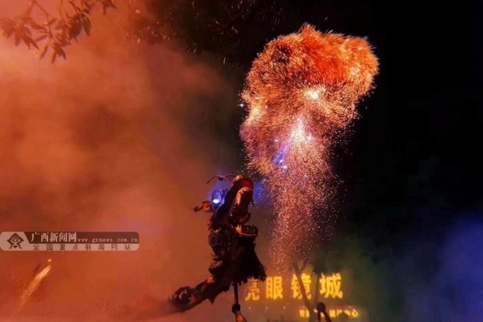 航拍:数十万人的狂欢 南宁消防护航宾阳炮龙节