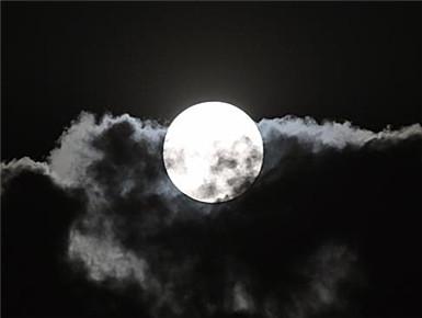 """""""超级月亮""""遇佳节"""