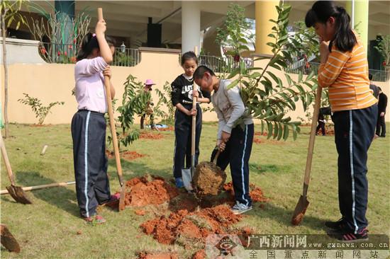 南宁市民主路小学五象校区植树节主题教育活动