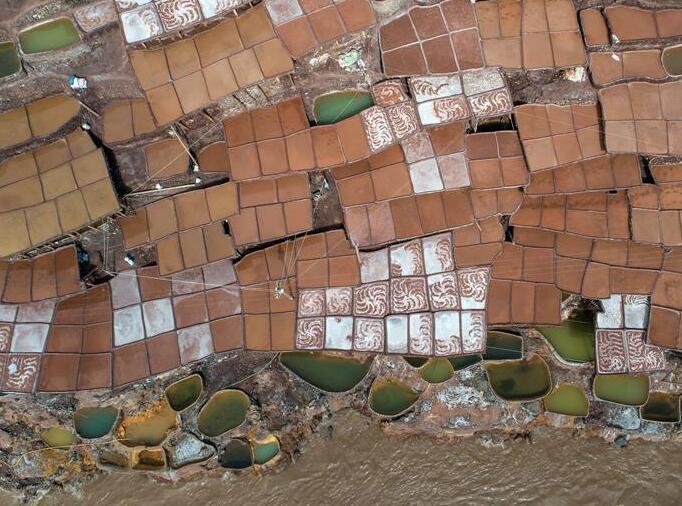 西藏芒康:澜沧江畔的千年古盐田