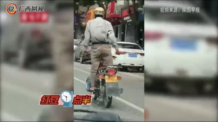 男子在道路耍帅狂秀车技 结果悲剧了